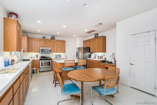 3268 Canyon View Dr., Oceanside, CA 92058 (MLS #210026448) :: The Zia Group