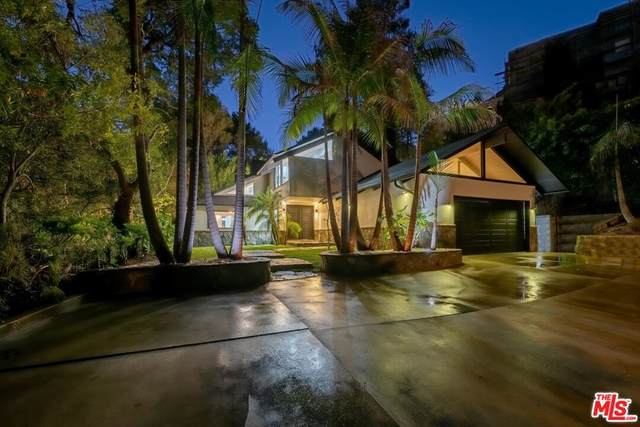 1561 Clear View Drive, Beverly Hills, CA 90210 (#21785000) :: The Miller Group