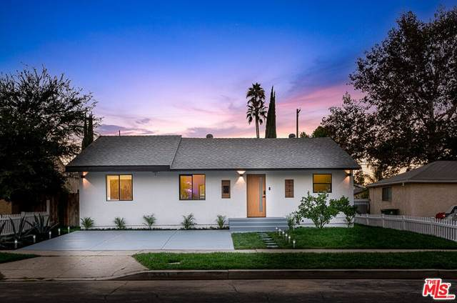 5731 Hesperia Avenue, Encino, CA 91316 (#21785590) :: Corcoran Global Living