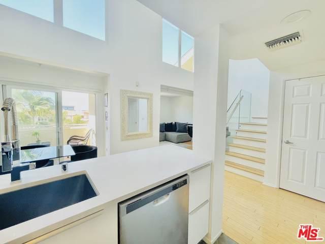 13200 Pacific Promenade #448, Playa Vista, CA 90094 (#21785794) :: Wendy Rich-Soto and Associates