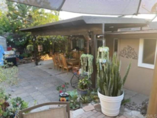 408 S Orange Ave, Fallbrook, CA 92028 (#NDP2110920) :: Corcoran Global Living