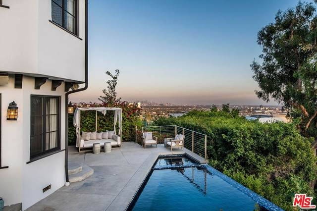 1383 Miller Place, Los Angeles (City), CA 90069 (#21785734) :: TeamRobinson | RE/MAX One