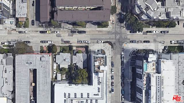 5109 Klump Avenue, North Hollywood, CA 91601 (#21786956) :: Corcoran Global Living