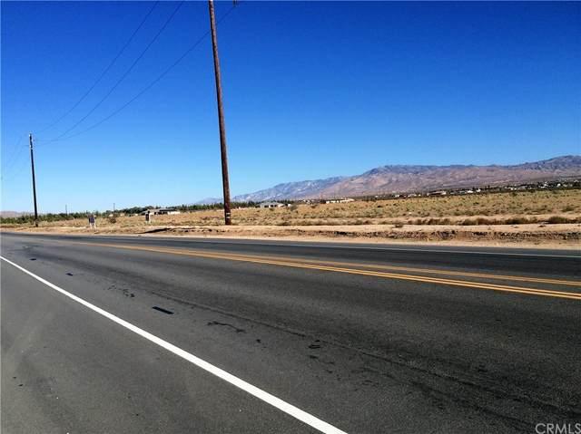 22915 Bear Valley Road, Apple Valley, CA 92308 (#NP21212675) :: Corcoran Global Living