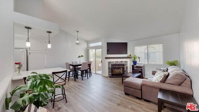 18732 Vista Del Canon G, Santa Clarita, CA 91321 (#21788890) :: Blake Cory Home Selling Team