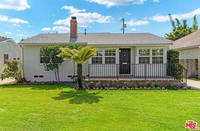 10800 Esther Avenue, Los Angeles (City), CA 90064 (#21788438) :: Blake Cory Home Selling Team