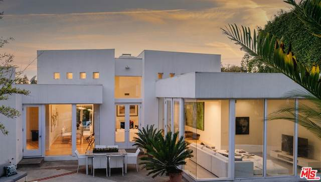 2718 Cresta Place, Los Angeles (City), CA 90064 (#21790734) :: The M&M Team Realty