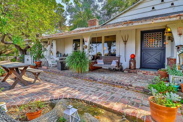 3583 Woodhill Canyon Road, Studio City, CA 91604 (#221005429) :: Necol Realty Group