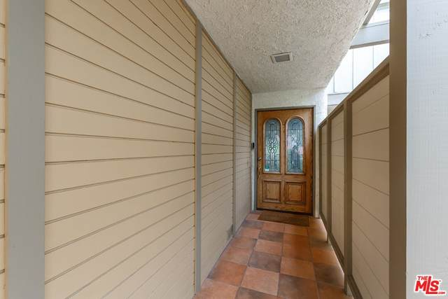 88 Cresta Verde Drive, Rolling Hills Estates, CA 90274 (#21793362) :: Millman Team