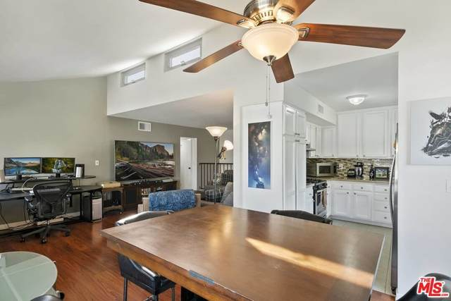 27060 Crossglade Avenue #7, Canyon Country, CA 91351 (#21791030) :: Blake Cory Home Selling Team