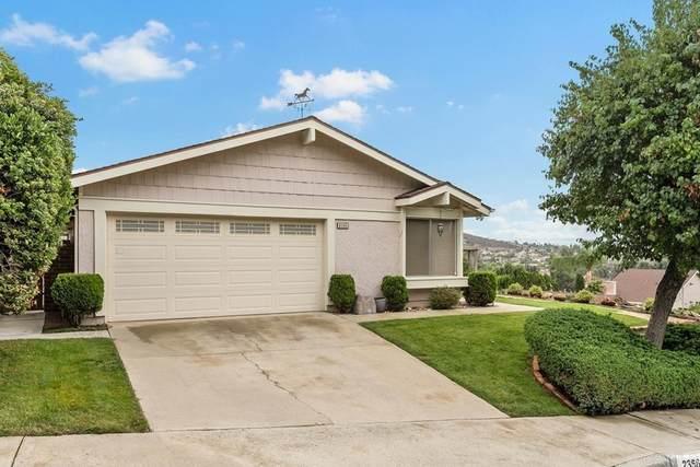2356 Oakridge Place, Escondido, CA 92026 (#NDP2111641) :: Blake Cory Home Selling Team