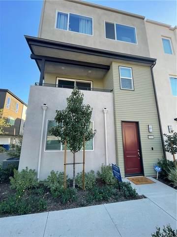 18441 W. Montage Lane, Northridge, CA 91325 (#BB21226578) :: The M&M Team Realty