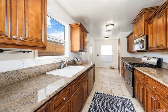 16643 Victory Boulevard, Lake Balboa, CA 91406 (#SR21228310) :: Necol Realty Group