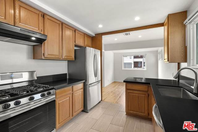 12220 Alberta Drive, Culver City, CA 90230 (#21794908) :: Blake Cory Home Selling Team