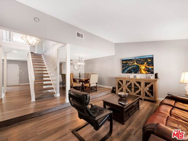 10214 Larwin Avenue #4, Chatsworth, CA 91311 (#21796496) :: A|G Amaya Group Real Estate