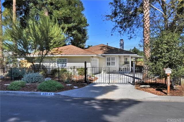 22047 Runnymede Street, Canoga Park, CA 91303 (#SR21231072) :: Compass