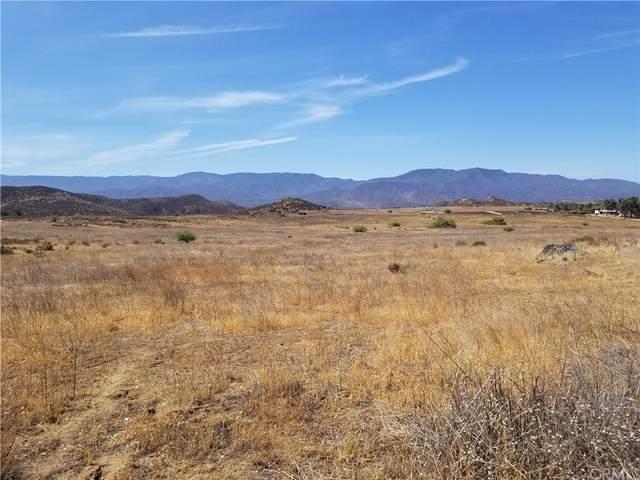 42060 Powerline Road, Hemet, CA 92543 (#SW21235396) :: Blake Cory Home Selling Team
