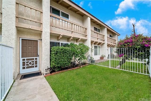 2569 Orange Avenue J, Costa Mesa, CA 92627 (#OC21194142) :: Corcoran Global Living