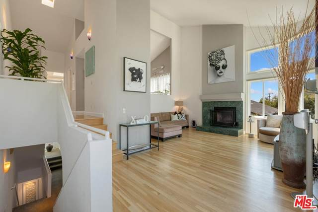 830 Haverford Avenue #12, Pacific Palisades, CA 90272 (#21783114) :: Blake Cory Home Selling Team
