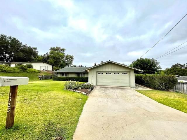 1323 Los Amigos, Fallbrook, CA 92028 (#NDP2110923) :: Corcoran Global Living