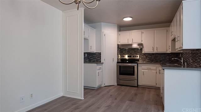 18611 Collins Street E2, Tarzana, CA 91356 (#SR21212181) :: Corcoran Global Living