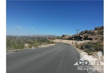 Pinon Drive, Yucca Valley, CA 92284 (#216024698DA) :: Z Team OC Real Estate