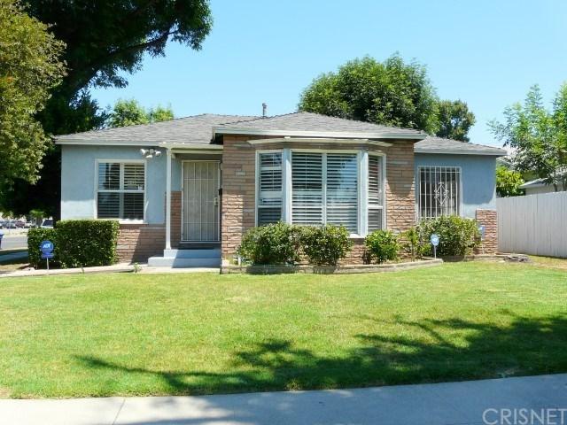 17655 Lemay Street, Lake Balboa, CA 91406 (#SR17139040) :: The Brad Korb Real Estate Group