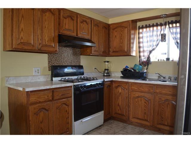 3217 W 135th Street, Hawthorne, CA 90250 (#CV17140443) :: Erik Berry & Associates