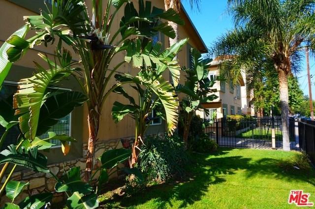 14618 Wyandotte Street, Van Nuys, CA 91405 (#17232954) :: The Brad Korb Real Estate Group