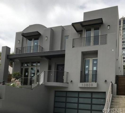 10809 Wellworth Avenue, Los Angeles (City), CA 90024 (#SR17143351) :: The Marelly Group | Realty One Group