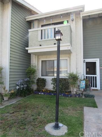 639 W Fletcher Avenue #4, Orange, CA 92865 (#OC17143531) :: RE/MAX New Dimension