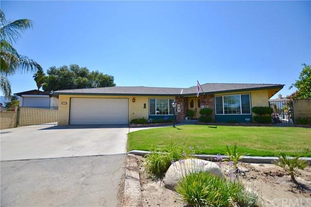 426 Michelle Lane, Hemet, CA 92544 (#SW17143755) :: Kristi Roberts Group, Inc.
