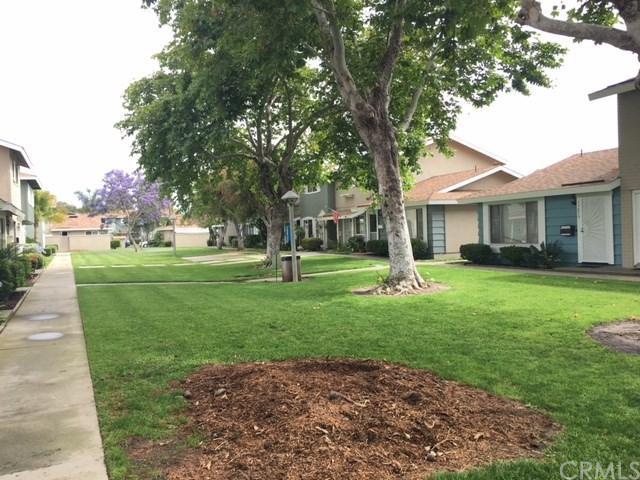 19864 Claremont Lane, Huntington Beach, CA 92646 (#OC17143834) :: RE/MAX New Dimension