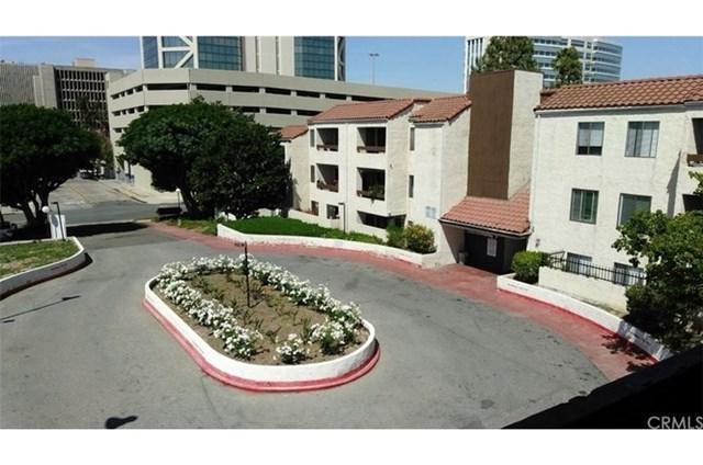 600 W 3rd Street B302, Santa Ana, CA 92701 (#OC17144148) :: RE/MAX New Dimension