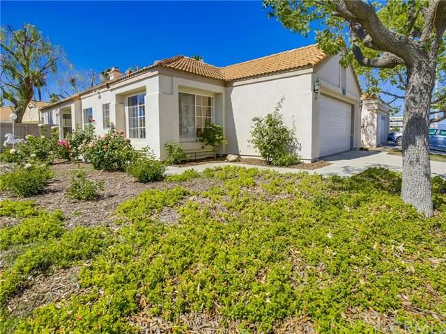 27927 Palm Villa Drive, Menifee, CA 92584 (#SW17145423) :: Allison James Estates and Homes