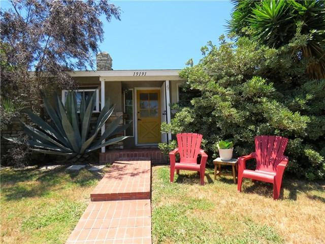 19191 Newland Street, Huntington Beach, CA 92646 (#OC17146150) :: Fred Sed Realty