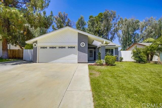 1416 Baird Street, Corona, CA 92882 (#OC17156165) :: Fred Sed Realty