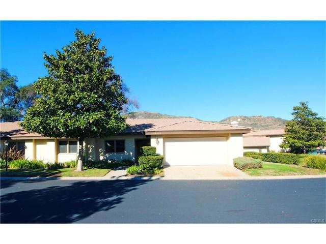 38454 Oaktree, Murrieta, CA 92562 (#SW17164980) :: Kim Meeker Realty Group
