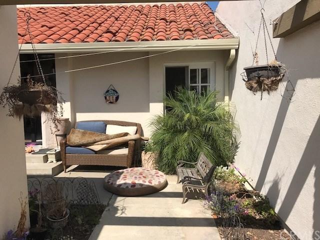 2008 Baja, Newport Beach, CA 92660 (#OC17170992) :: Mainstreet Realtors®