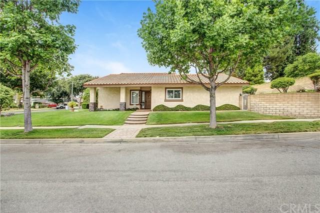 1033 W 22nd Street, Upland, CA 91784 (#CV17171280) :: Mainstreet Realtors®