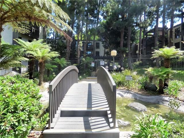 8640 Gulana Avenue J3009, Playa Del Rey, CA 90293 (#SR17180087) :: Erik Berry & Associates