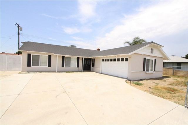 9856 Pepper Avenue, Fontana, CA 92335 (#CV17181762) :: Allison James Estates and Homes