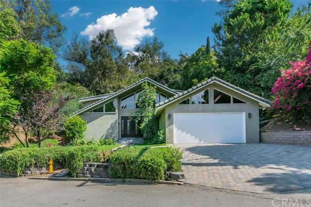 5260 Vista Lejana Lane, La Canada Flintridge, CA 91011 (#WS17183563) :: Fred Sed Realty