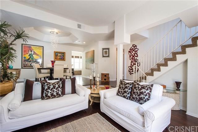 11122 Riverside Drive #105, Toluca Lake, CA 91602 (#SR17189588) :: The Brad Korb Real Estate Group