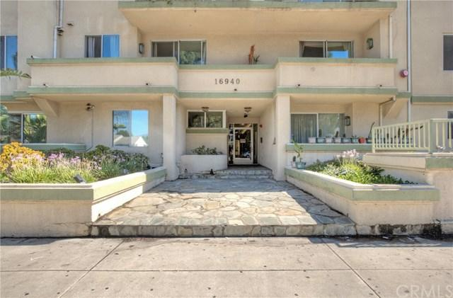 16940 Chatsworth Street #212, Granada Hills, CA 91344 (#CV17190011) :: The Brad Korb Real Estate Group