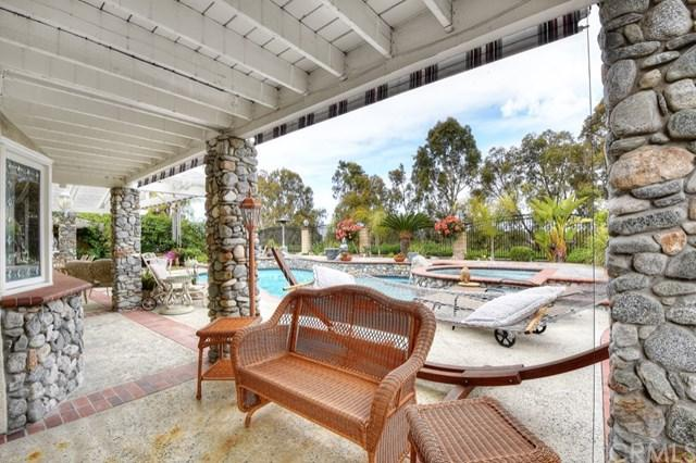 26971 Moro Azul, Mission Viejo, CA 92691 (#LG17190590) :: Fred Sed Realty