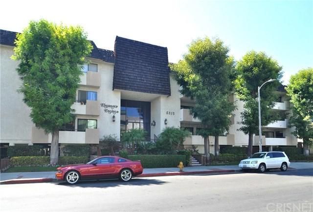 5315 Yarmouth Avenue #323, Encino, CA 91316 (#SR17190989) :: Fred Sed Realty