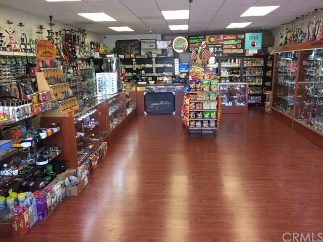 107 Main Street, Newport Beach, CA 92661 (#CV17191042) :: Fred Sed Realty