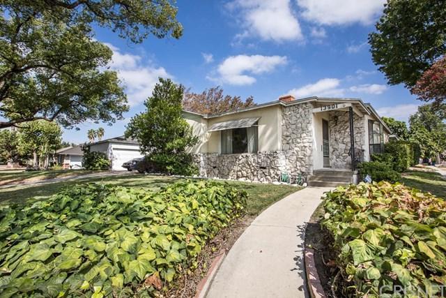 13901 Runnymede Street, Van Nuys, CA 91405 (#SR17190686) :: The Brad Korb Real Estate Group