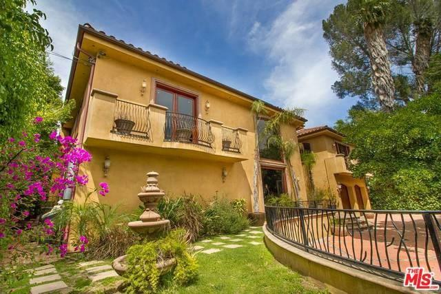 14257 Chandler, Sherman Oaks, CA 91401 (#17261978) :: The Brad Korb Real Estate Group